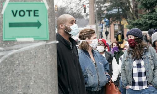 Votantes en Arizona acuden en números sin precedente, en estas votaciones 2020, tomando todas las precauciones sanitarias que amerita la pandemia de Covid-19. Foto: https://www.ucsusa.org.