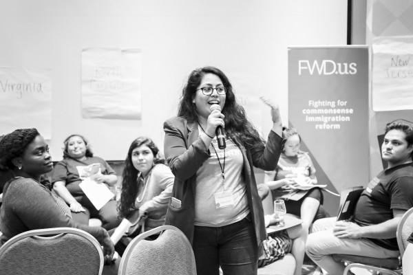 Pamela Chomba, den una reunión de trabajo con otros soñadores. FWD.US. Foto: https://medium.com.