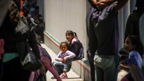 Niños llegados a la frontera de México con Estados Unidos. Foto: RTVE.ea.