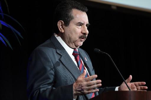 Dr. Antonio Flores, Director de la Asociación Hispana de colegios y Universidades, HACU. Foto: cortesía de HACU.