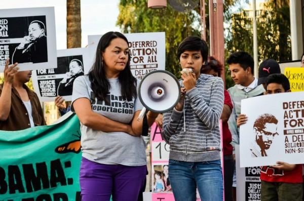 Francisca Porchas en una protesta contra las deportaciones, como parte del movimiento Puente. Foto: Cortesía de Puente.