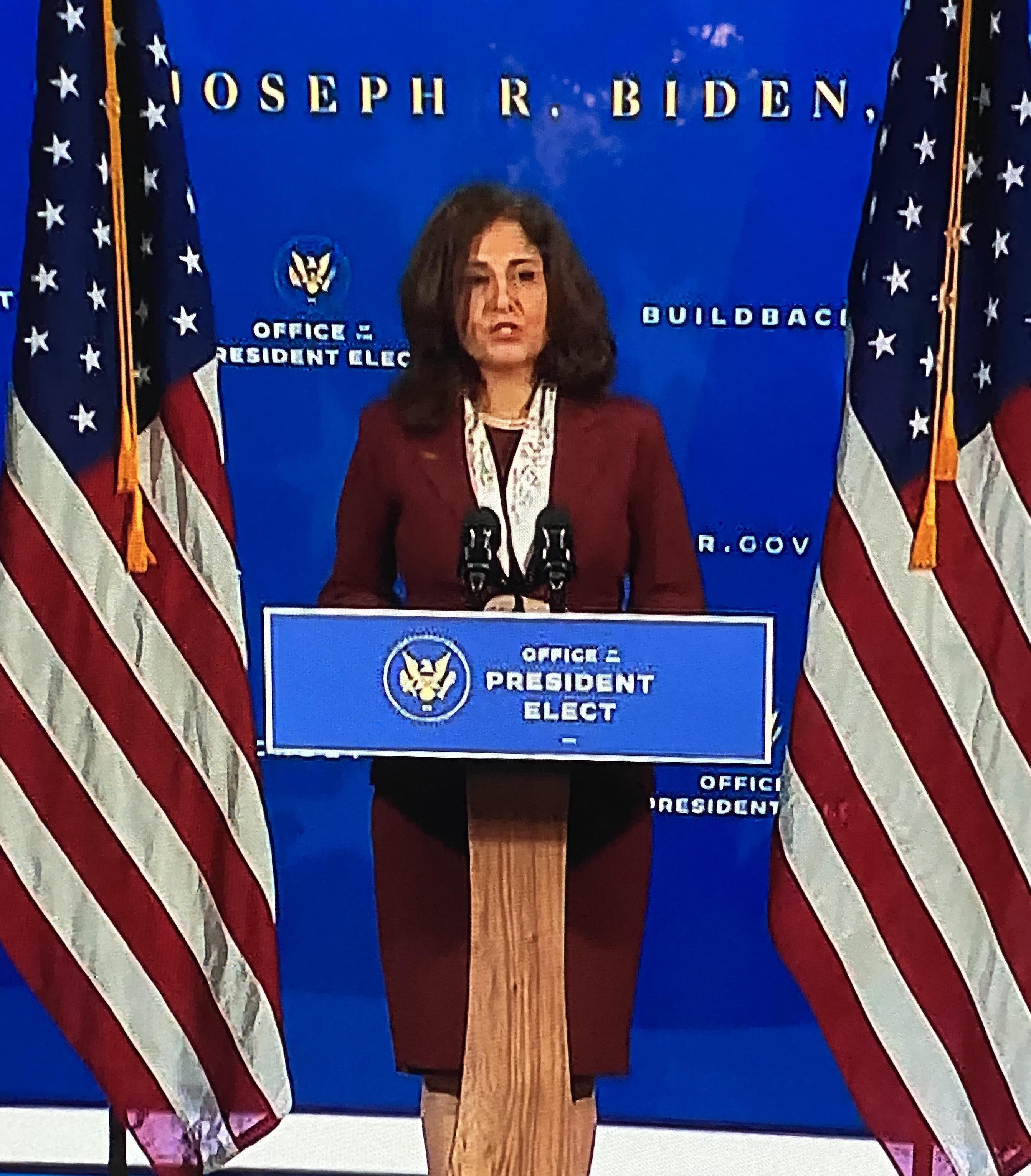 Neera Tandem, abogada progresista del Partido Demócrata, elegida para liderar la Oficina de Programación y Presupuesto de la Casa Blanca.