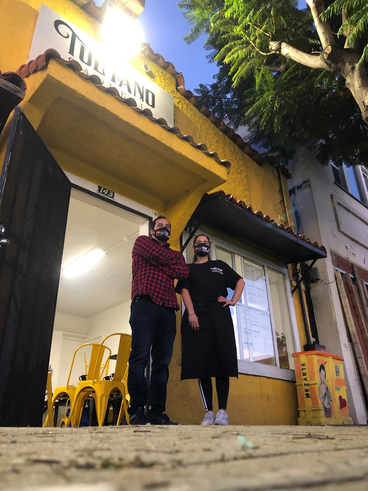 Fernando Covarrubias dueño del negocio y la chef. Foto: Jesica Bedolla.