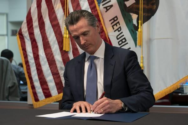 El gobernador de California, Gavin Newsom anuncia medida de emergencia para proteger a los californianos del COVID-19. Foto: Gobierno de California.