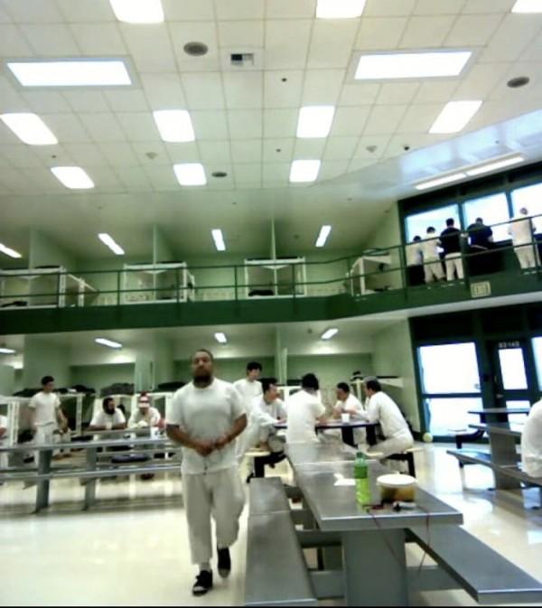 Vista del interior del Centro de Detención del Noroeste (NWDC), tomada de una video conferencia de los detenidos. Foto: La Resistencia.