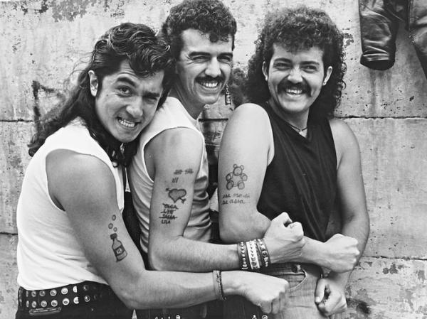Botellita de Jerez. De izquierda a derecha, Armando Vega-Gil, Sergio Arau, Francisco Barrios. Foto: Lourdes Grobet.