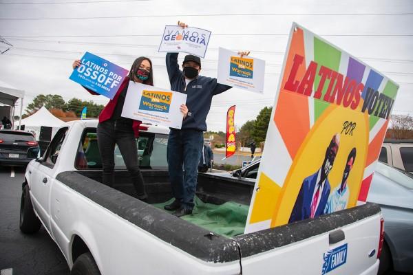 Organizadores del Partido Demócrata incentivan el voto latino en plazas de Georgia para participar en la segunda vuelta. Foto Christopher Moore, HNS Media.