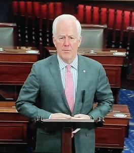 John Cornyn, senador republicano de Texas, se apartó de la discusión sobre los 2 mil dólares propuestos por el presidente.