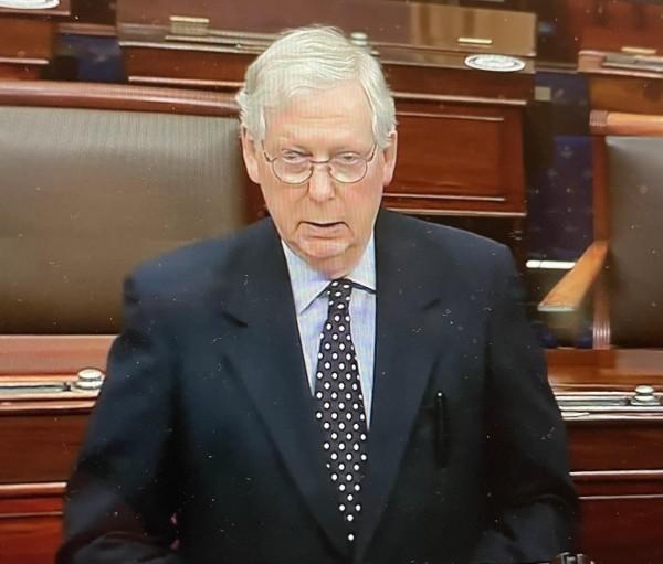 Mitch McConnell, líder de la mayoría republicana en el Senado, quien rechazó de manera rotunda elevar los cheques de pago directo a los estadunidenses, de 600 a 2 mil dólares como decía que quería Trump.