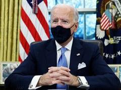 El presidente de EE UU, Joe Biden en el escritorio de la Oficina Oval de la Casa Blanca firmando órdenes ejecutivas. Foto: https://www.ndtv.com.