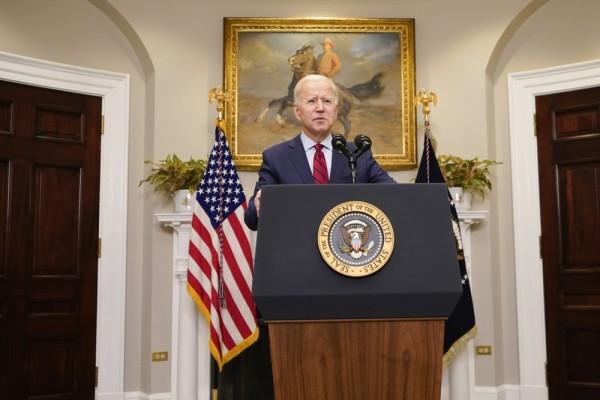 El presiente Joe Biden se dirige a la nación brevemente desde el salón Roosevelt de la Casa Blanca el sábado 27 de febrero de 2021. Foto: https://www.thestandard.com.hk.