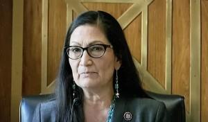 Deb Haaland, la primera mujer nativoamericana nominada por elpresidente Biden a Secretaria del Interior.