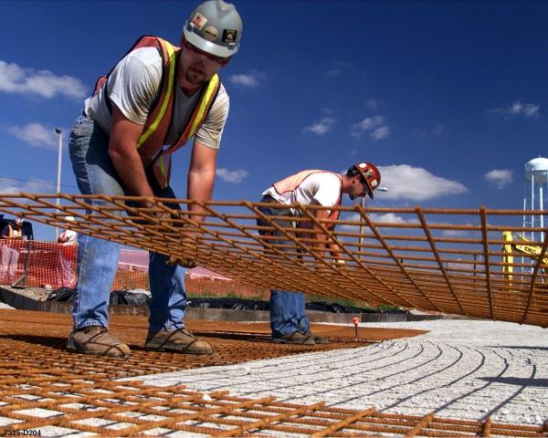 Trabajadores latinos de la construcción en Estados Unidos. Foto https://www.policymattersohio.org.