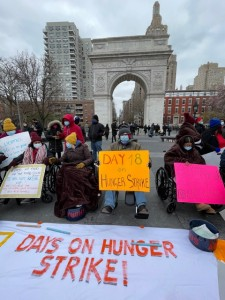 Durante la huelga de hambre de estos inmigrantes indocumentados pedían criterios de elegibilidad más sencillos para acceder el Fondo de los Trabajadores Excluidos, y que se ampliara el fondo a 3.5 billones de dólares para cubrir a más de 470 mil trabajadores en sus condiciones.