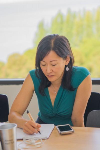 Dra. Ina Park. Profesora asociada en UCSF y autora de un libro sobre la historia de las ETS, dice que los hombres que se conectan con otros hombres en aplicaciones de citas