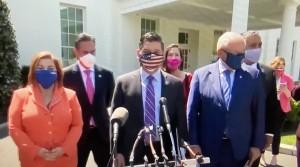 Grupo Legislativo Latino de la Cámara de Representantes en conferencia de prensa afuera del Salón Oval de la Casa Blanca.