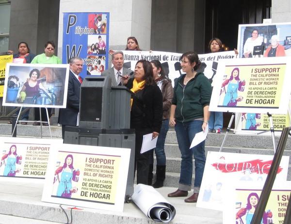 En una protesta en Sacramento, California trabajadoras domésticas organizadas demandan sus derechos laborales. Foto: Flickr.
