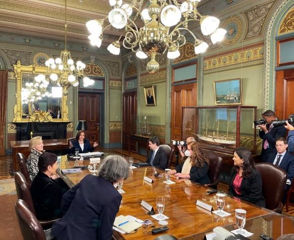 Reunión de la Vicepresidenta Kamala Harris con Gloria Porras, Claudia Paz y Paz y Thelma Aldana  Foto: Twitter