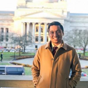 Guillermo Rogel Jr, defensor legislativo de la organización Front & Centered, de Seattle, Washington. Foto: Facebook.