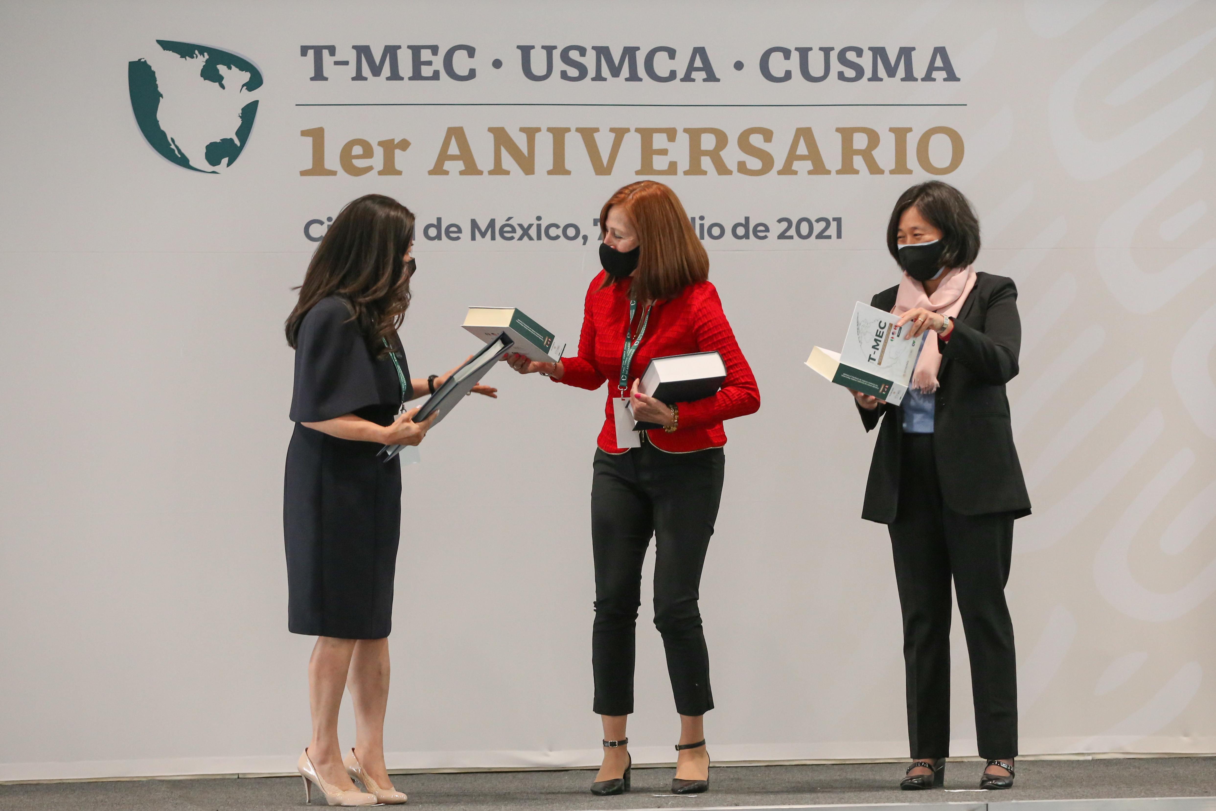 Al centro Tatiana Clouthier de México, a la izquierda de la foto Mary NG de Canadá y a la derecha Katherine Tai representante de Estados Unidos.