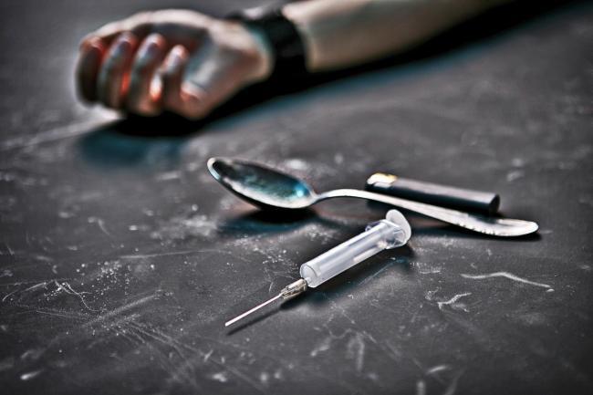 Imagen de episodio de suministro de opioides. Foto: https://www.glasgowtimes.co.uk.