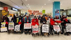 Protestan contra las trabas del gobernador de Nueva York, Andrew Cuomo, para dificultar el acceso de los trabajadores indocumentados al Fondo de Trabajadores Excluidos, FEW. Foto: Make the Road NY.