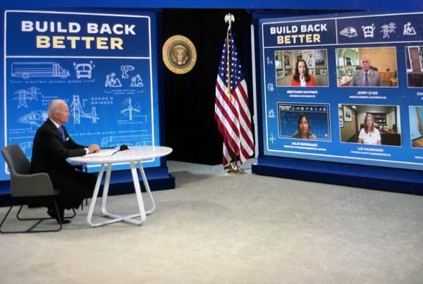 El presidente de EE UU durante la reunión virtual  con más de un centenar de personas que atendieron el intercambio cibernético de opiniones, preguntas y respuestas. Foto: José López Zamorano.