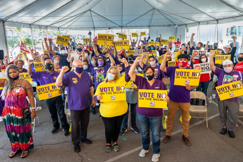 Entusiastas activistas sindicales trabajando contra el recall. Foto: Cortesia.