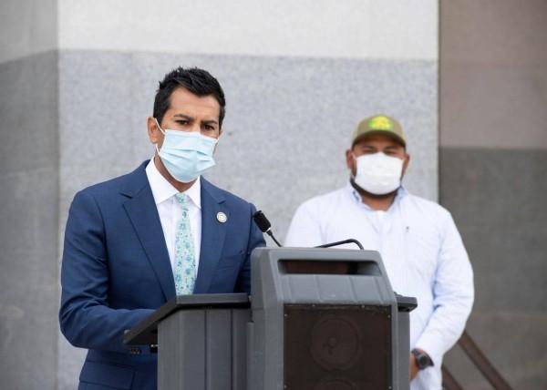 El asambleísta Robert Rivas, demócrata de Hollister, presentó la Ley de protección contra el humo de incendios forestales para trabajadores agrícolas, también conocida como AB73, en diciembre de 2020. Courtesy of Asm. Robert Rivas Courtesy of Asm. Robert Rivas