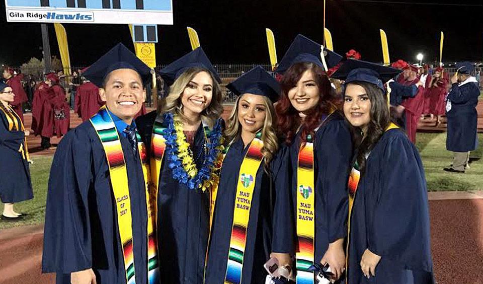 Estudiantes graduados de la Universidad de Texas. Foto: https://www.sarapesashes.com.