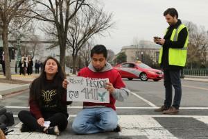 Estos jóvenes beneficiarios de DACA se desplazaron a la ciudad de Washington para sumarse a la presión de los líderes que están negociando en el Congreso. Foto: José López Zamorano.