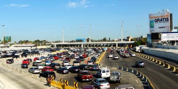 Se necesita obtener un permiso de importación temporal para conducir un vehículo con placas extranjeras en Estados Unidos. Millones de conductores que pierden un número similar para cruzar hacia Estados Unidos. Foto: https://www.mexperience.com.