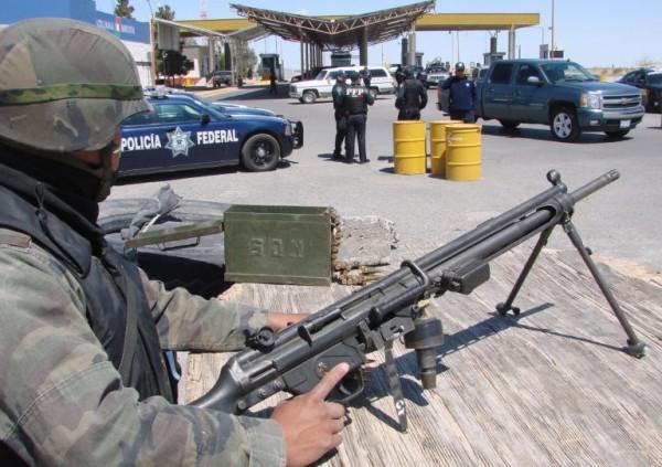 El flujo de armas de Estados Unidos a México se pierde en el debate fronterizo. Foto: https://www.pbs.org.